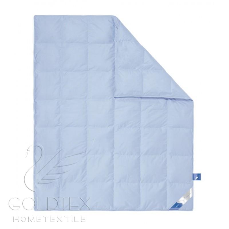 Одеяло White Down Collection, размер 1,5 спальное (140х205 см)Одеяла<br>Длина:205 см<br>Ширина:140 см<br>Чехол:Кассетный, с перегородками, с кантом<br><br>Тип: Одеяло<br>Размер: 140х205<br>Материал: Пух/перо