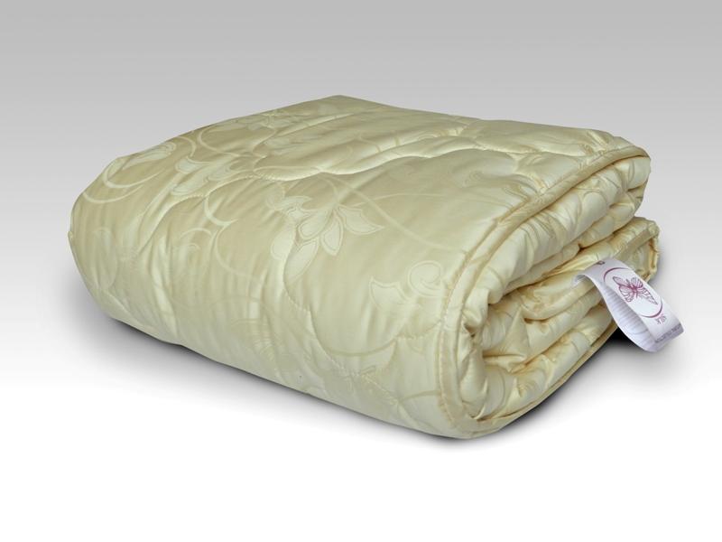 Одеяло Шик, размер 1,5 спальное (140х205 см)Одеяла<br>Длина: 205 см <br>Ширина: 140 см <br>Чехол: Стеганый, с окаймляющей лентой <br>Плотность наполнителя: 300 г/кв. м<br><br>Тип: Одеяло<br>Размер: 140х205<br>Материал: Шелк
