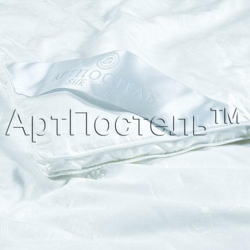 Одеяло Silk Quilt Premium, размер Евро (200х215 см)Одеяла<br>Длина: 215 см <br>Ширина: 200 см <br>Чехол: Объемный, с кантом, ручная стежка <br>Плотность наполнителя: 450 г/кв. м<br><br>Тип: Одеяло<br>Размер: 200x215<br>Материал: Шелк