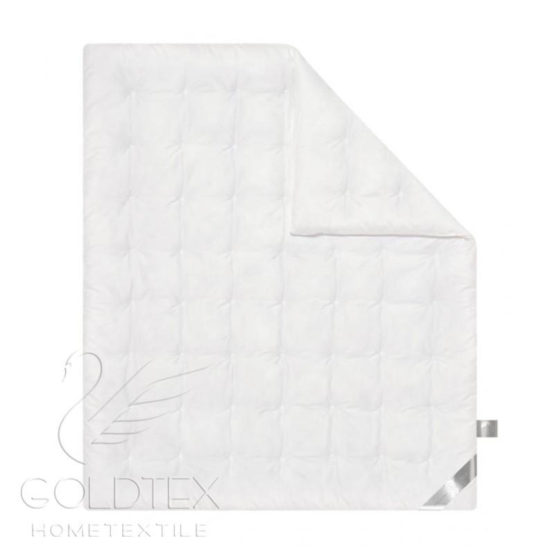 Одеяло Silk Collection, размер 1,5 спальное (140х205 см)Одеяла<br>Длина: 205 см <br>Ширина: 140 см <br>Чехол: Стеганый <br>Плотность наполнителя: 250 г/кв. м<br><br>Тип: Одеяло<br>Размер: 140х205<br>Материал: Шелк