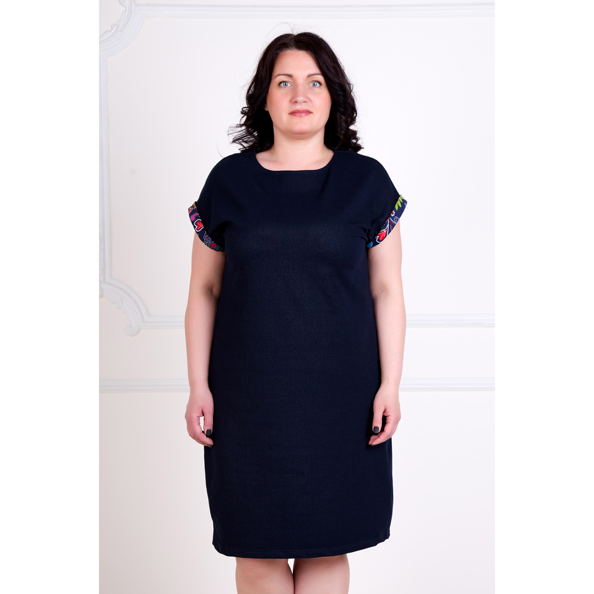 Жен. платье Алекса р. 58Платья, туники<br>Обхват груди:116 см<br>Обхват талии:97 см<br>Обхват бедер:124 см<br>Длина по спинке:97.5 см<br>Рост:167 см<br><br>Тип: Жен. платье<br>Размер: 58<br>Материал: Футер