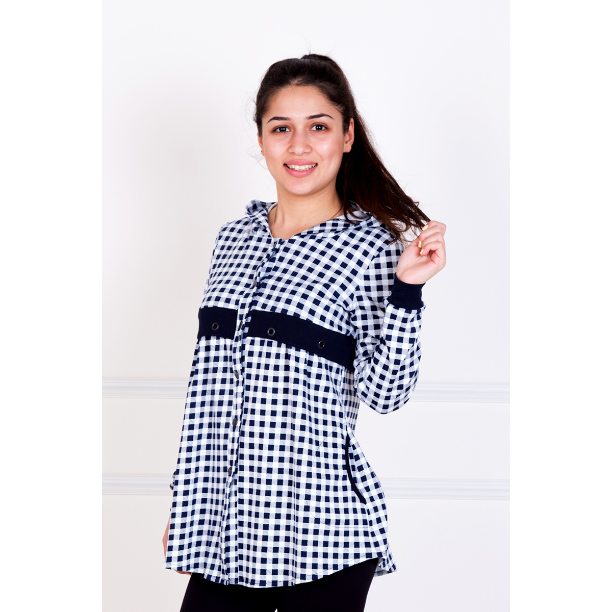 Жен. рубашка Фортуна р. 48Блузки, майки, кофты<br>Обхват груди:96 см<br>Обхват талии:78 см<br>Обхват бедер:104 см<br>Длина по спинке:69 см<br>Рост:167 см<br><br>Тип: Жен. рубашка<br>Размер: 48<br>Материал: Интерлок