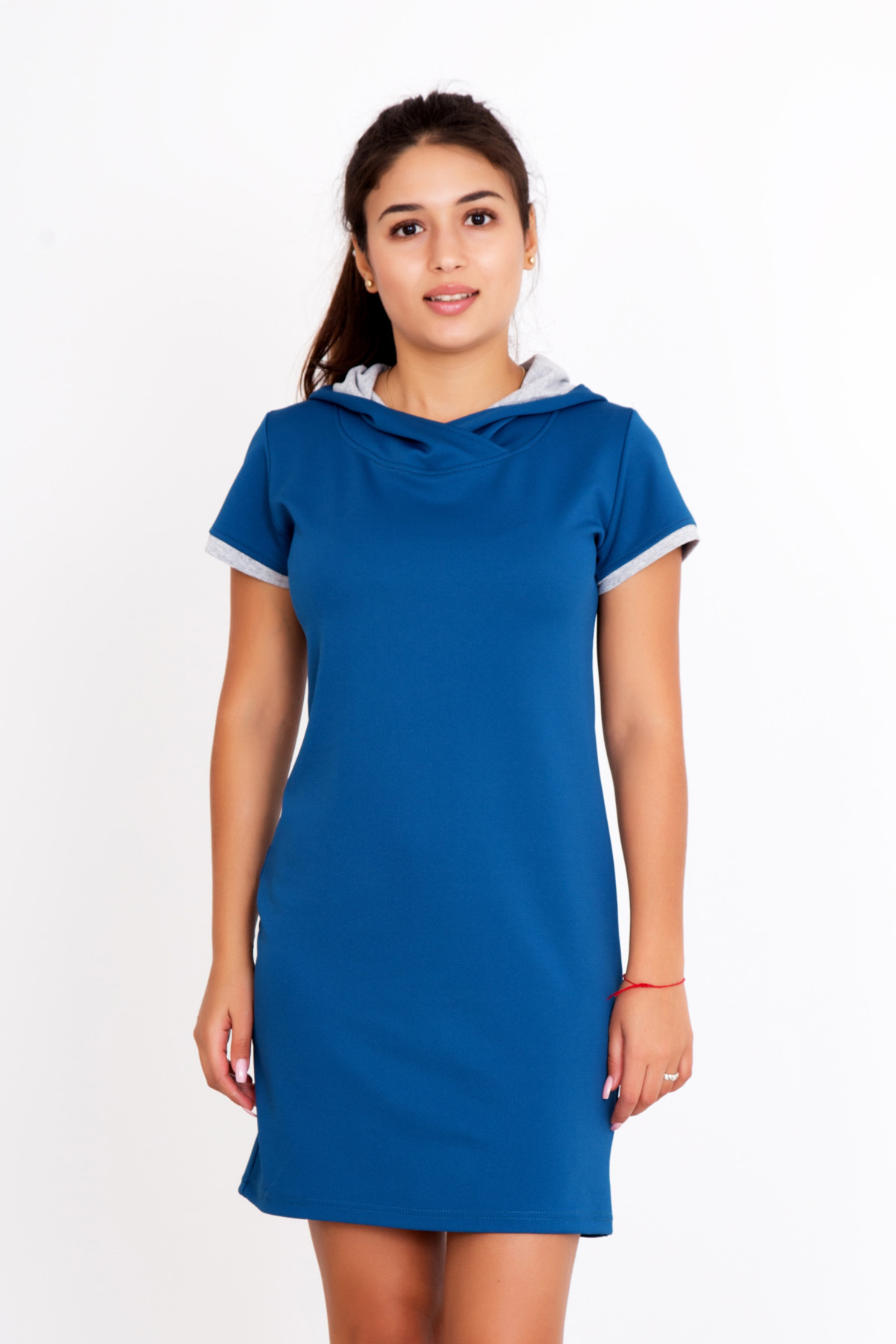 Жен. платье Янка р. 48Платья, туники<br>Обхват груди:96 см<br>Обхват талии:78 см<br>Обхват бедер:104 см<br>Длина по спинке:84 см<br>Рост:167 см<br><br>Тип: Жен. платье<br>Размер: 48<br>Материал: Кукуруза