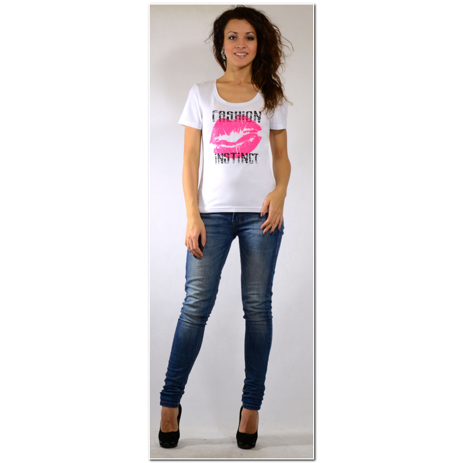 Женская футболка Fashion instinct Белый, размер 44Блузки, майки, кофты<br>Обхват груди:88 см<br>Обхват талии:68 см<br>Обхват бедер:96 см<br><br>Тип: Жен. футболка<br>Размер: 44<br>Материал: Кулирка