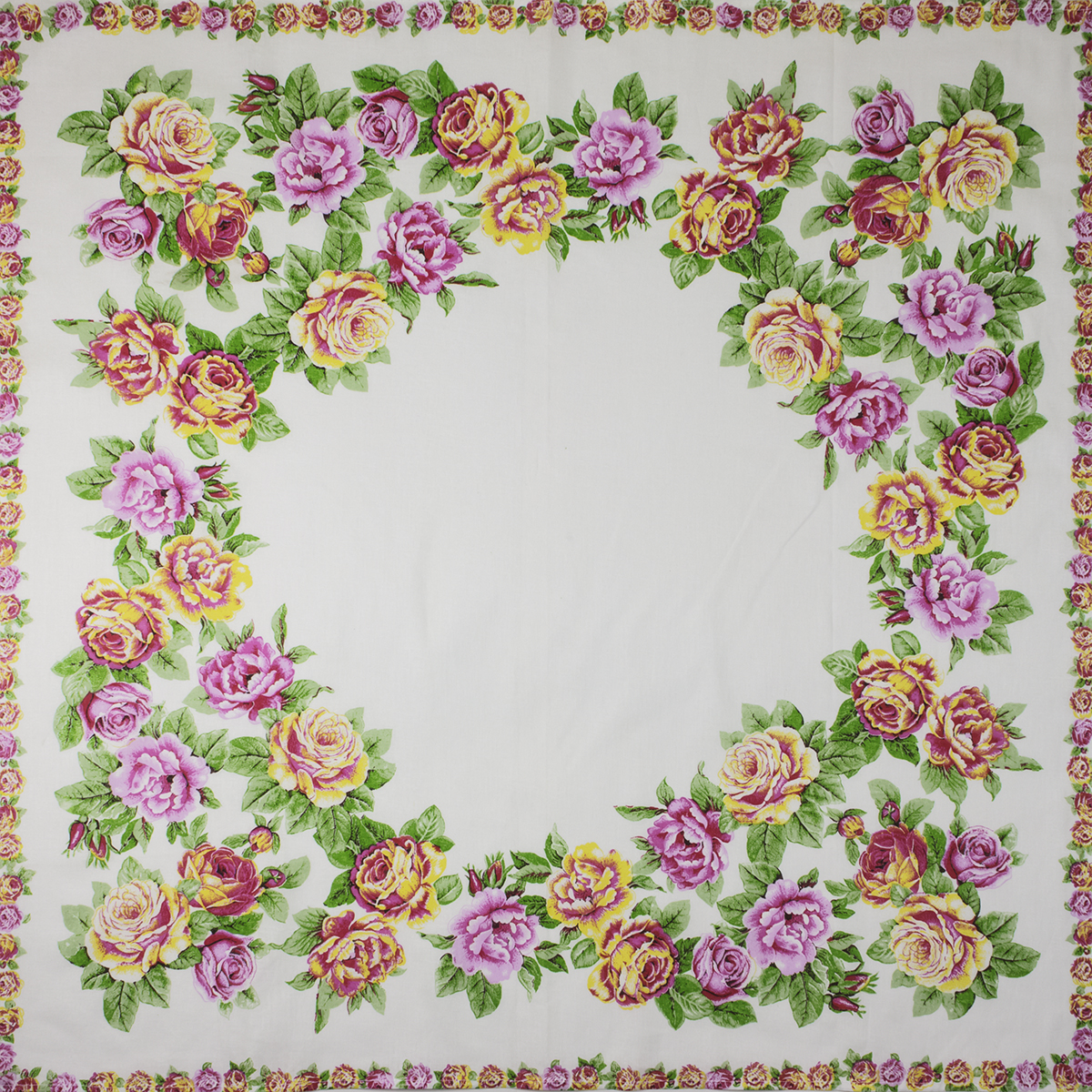 Головной платок Розы, цвет Белый, размер 75х80 смРазные мелочи<br><br><br>Тип: -<br>Размер: 75х80<br>Материал: Ситец