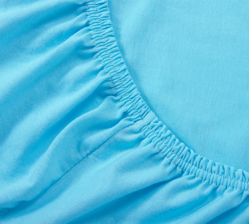 Простыня на резинке Голубой, размер 160х200 смПростыни<br>Плотность ткани: 120 г/кв. м <br>Высота матраса: 20 см<br><br>Тип: Простыня на резинке<br>Размер: 160х200<br>Материал: Кулирка