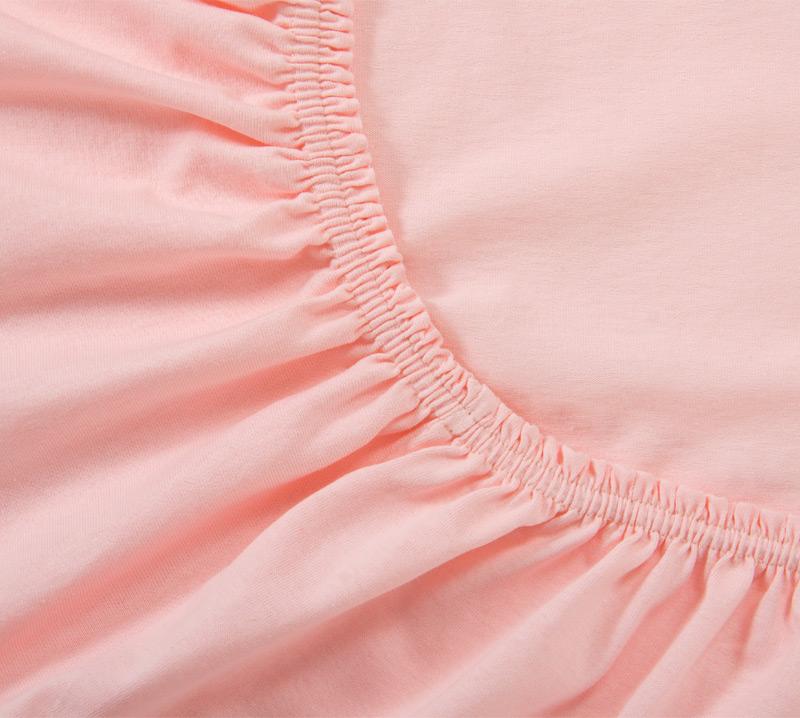 Простыня на резинке Розовый, размер 120х200 смПростыни<br>Плотность ткани: 120 г/кв. м <br>Высота матраса: 20 см<br><br>Тип: Простыня на резинке<br>Размер: 120х200<br>Материал: Кулирка