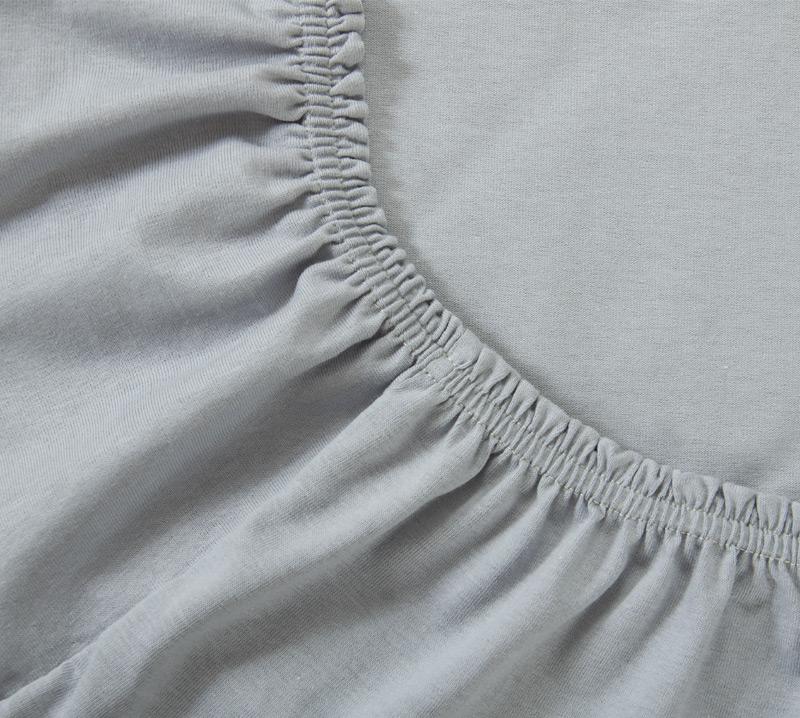 Простыня на резинке Серый, размер 140х200 смПростыни<br>Плотность ткани: 120 г/кв. м <br>Высота матраса: 20 см<br><br>Тип: Простыня на резинке<br>Размер: 140х200<br>Материал: Кулирка