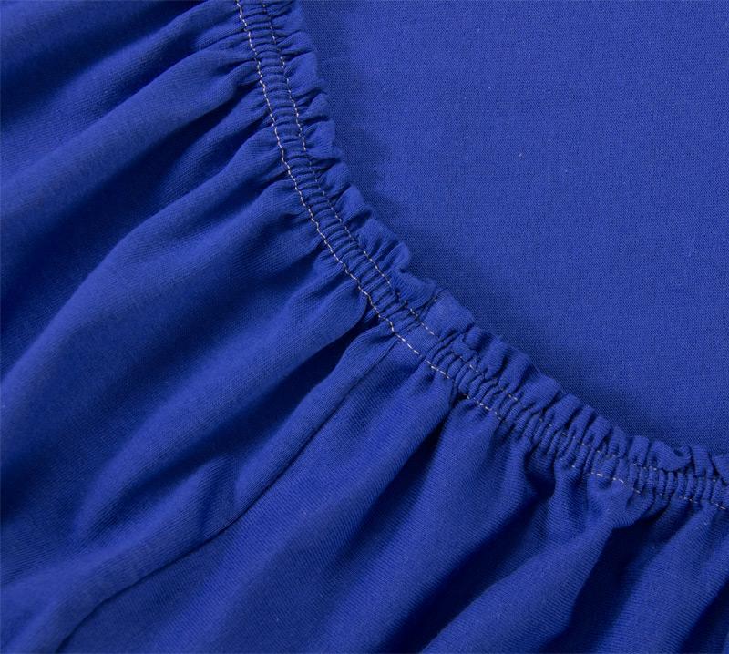Простыня на резинке Синий, размер 200х200 смПростыни<br>Плотность ткани: 120 г/кв. м <br>Высота матраса: 20 см<br><br>Тип: Простыня на резинке<br>Размер: 200х200<br>Материал: Кулирка