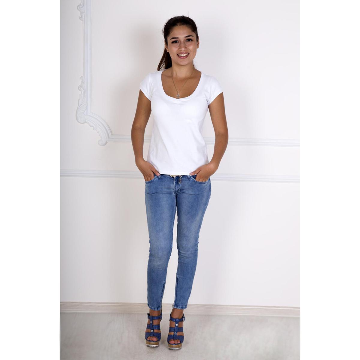 Женская футболка Лиза Белый, размер 48Блузки, майки, кофты<br>Обхват груди:96 см<br>Обхват талии:78 см<br>Обхват бедер:104 см<br>Длина по спинке:54 см<br>Рост:167 см<br><br>Тип: Жен. футболка<br>Размер: 48<br>Материал: Фулайкра