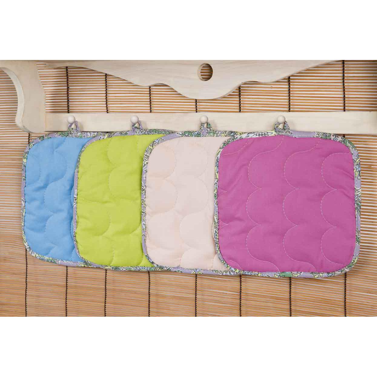 Прихватка Rainbow Квадратная, цвет АквамаринКухонные принадлежности<br>Основная ткань: 100% хлопок, поплин <br>Плотность ткани: 118 г/кв. м <br>Ткань отделки: 100% хлопок, бязь <br>Плотность ткани: 125 г/кв. м <br>Наполнитель: 100% полиэстер<br><br>Тип: Кухонные принадлежности<br>Размер: -<br>Материал: Поплин