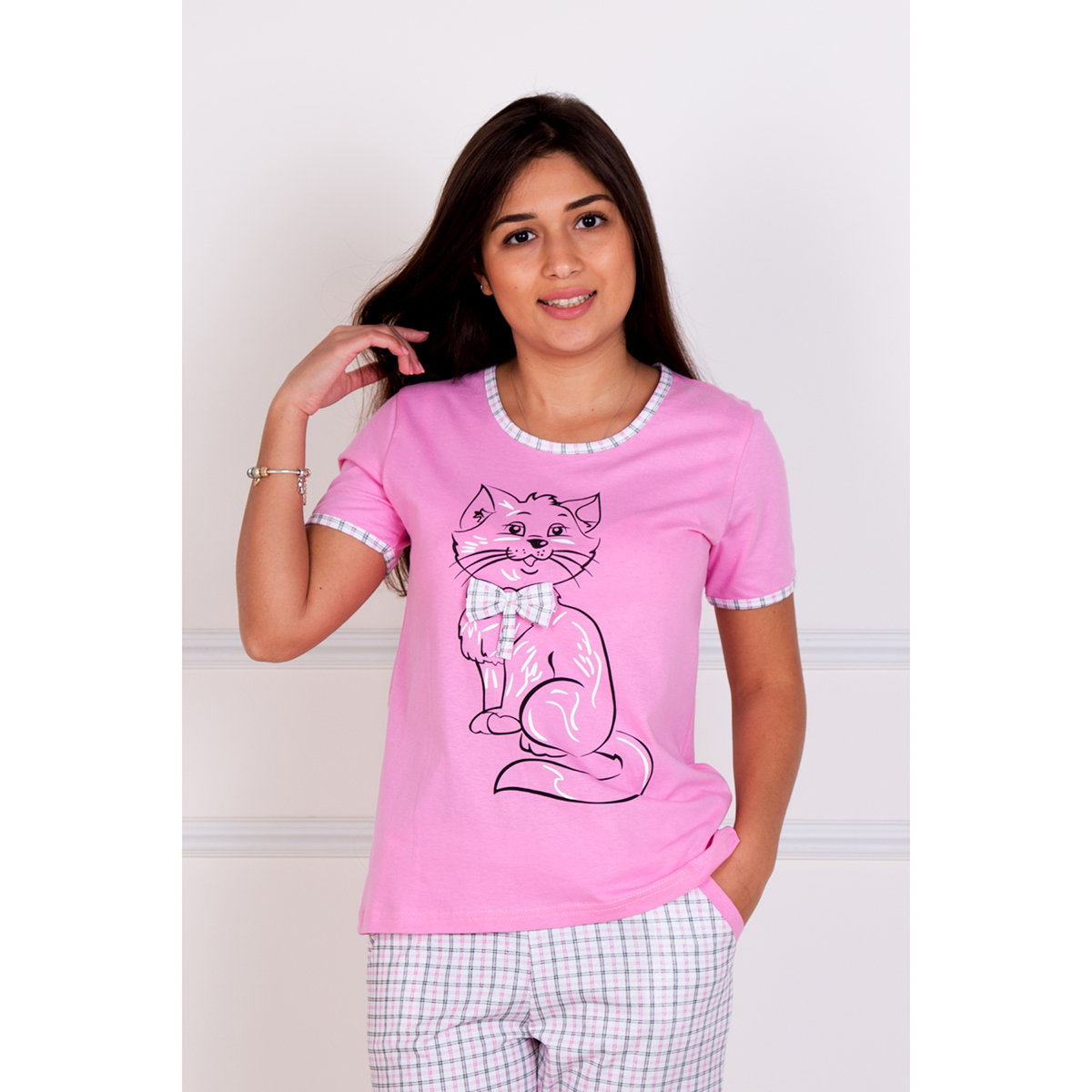 Женский пижама Киска Розовый, размер 50Пижамы<br>Обхват груди:100 см<br>Обхват талии:82 см<br>Обхват бедер:108 см<br>Рост:167 см<br><br>Тип: Жен. костюм<br>Размер: 50<br>Материал: Кулирка