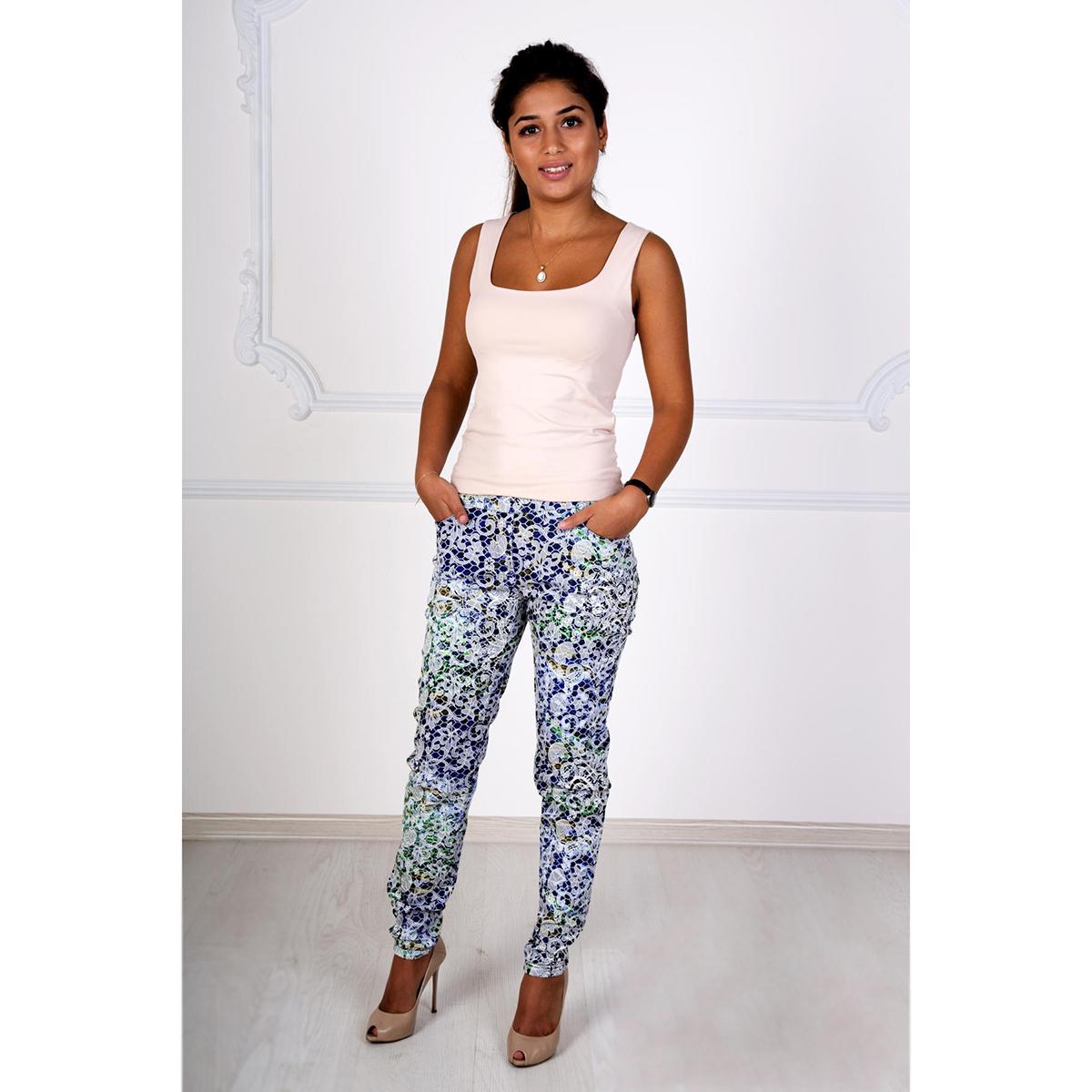 Женские брюки Жаккард арт. 0153, размер 48Брюки<br>Обхват талии:78 см<br>Обхват бедер:104 см<br>Длина по внут. шву:73 см<br>Рост:167 см<br><br>Тип: Жен. брюки<br>Размер: 48<br>Материал: Жаккард