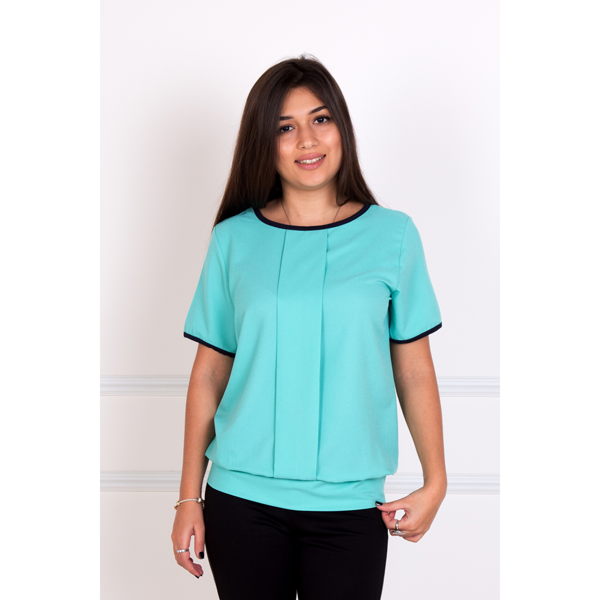 Женская блуза Кира Бирюзовый, размер 44Блузы<br>Обхват груди: 88 см <br>Обхват талии: 68 см <br>Обхват бедер: 96 см <br>Рост: 167 см<br><br>Тип: Жен. блуза<br>Размер: 44<br>Материал: Креп