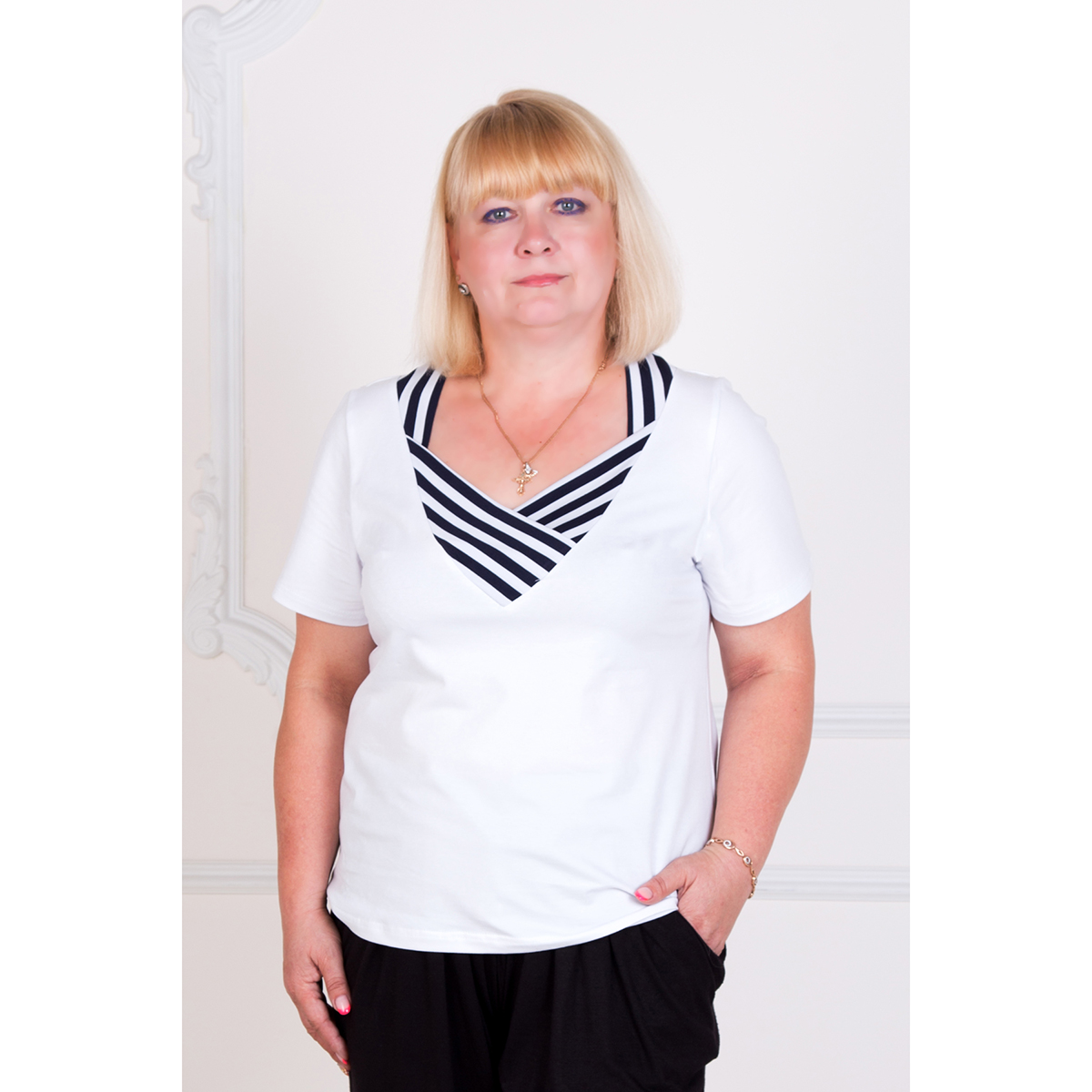 Женская блуза Аманда, размер 58Блузки, майки, кофты<br>Обхват груди:116 см<br>Обхват талии:97 см<br>Обхват бедер:124 см<br>Рост:167 см<br><br>Тип: Жен. блуза<br>Размер: 58<br>Материал: Фулайкра