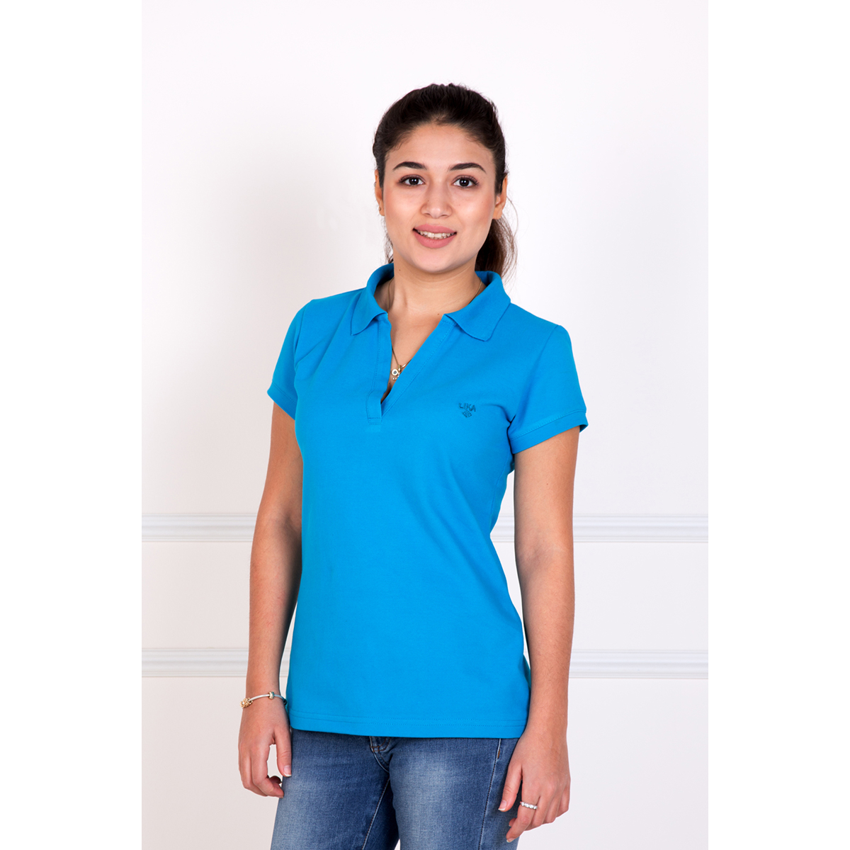 Женская футболка-поло Шерт Голубой, размер 44Майки и футболки<br>Обхват груди:88 см<br>Обхват талии:68 см<br>Обхват бедер:96 см<br>Рост:167 см<br><br>Тип: Жен. футболка<br>Размер: 44<br>Материал: Пике