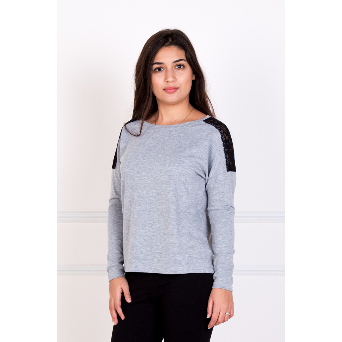 Женская блуза Рива, размер 52Блузы<br>Обхват груди:104 см<br>Обхват талии:85 см<br>Обхват бедер:112 см<br>Рост:167 см<br><br>Тип: Жен. блуза<br>Размер: 52<br>Материал: Хамур