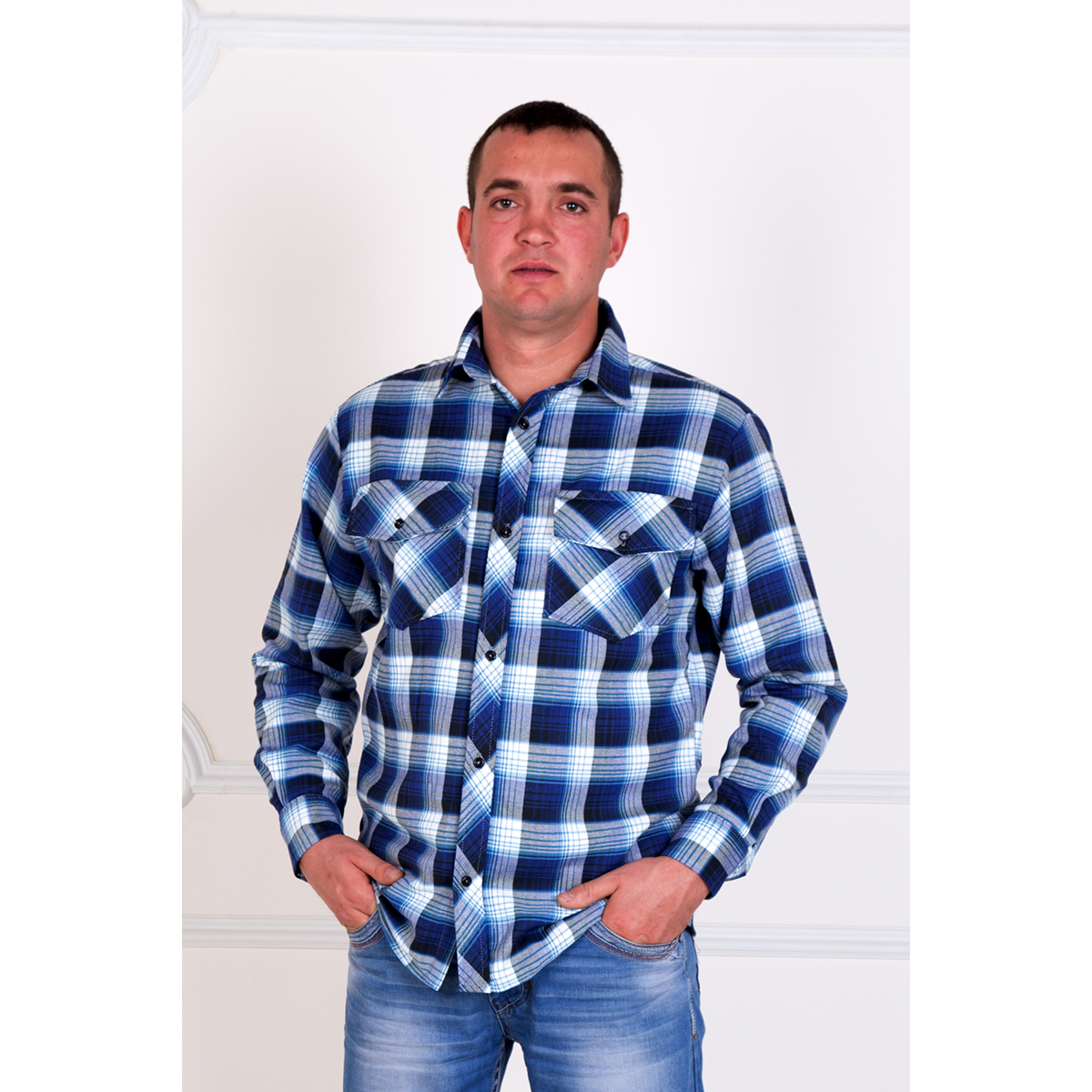 Мужская рубашка Леонард, размер 50Толстовки, джемпера и рубашки<br>Обхват груди:100 см<br>Обхват талии:92 см<br>Обхват бедер:106 см<br>Обхват шеи, ворот:41 см<br>Рост:176-182 см<br><br>Тип: Муж. рубашка<br>Размер: 50<br>Материал: Фуле