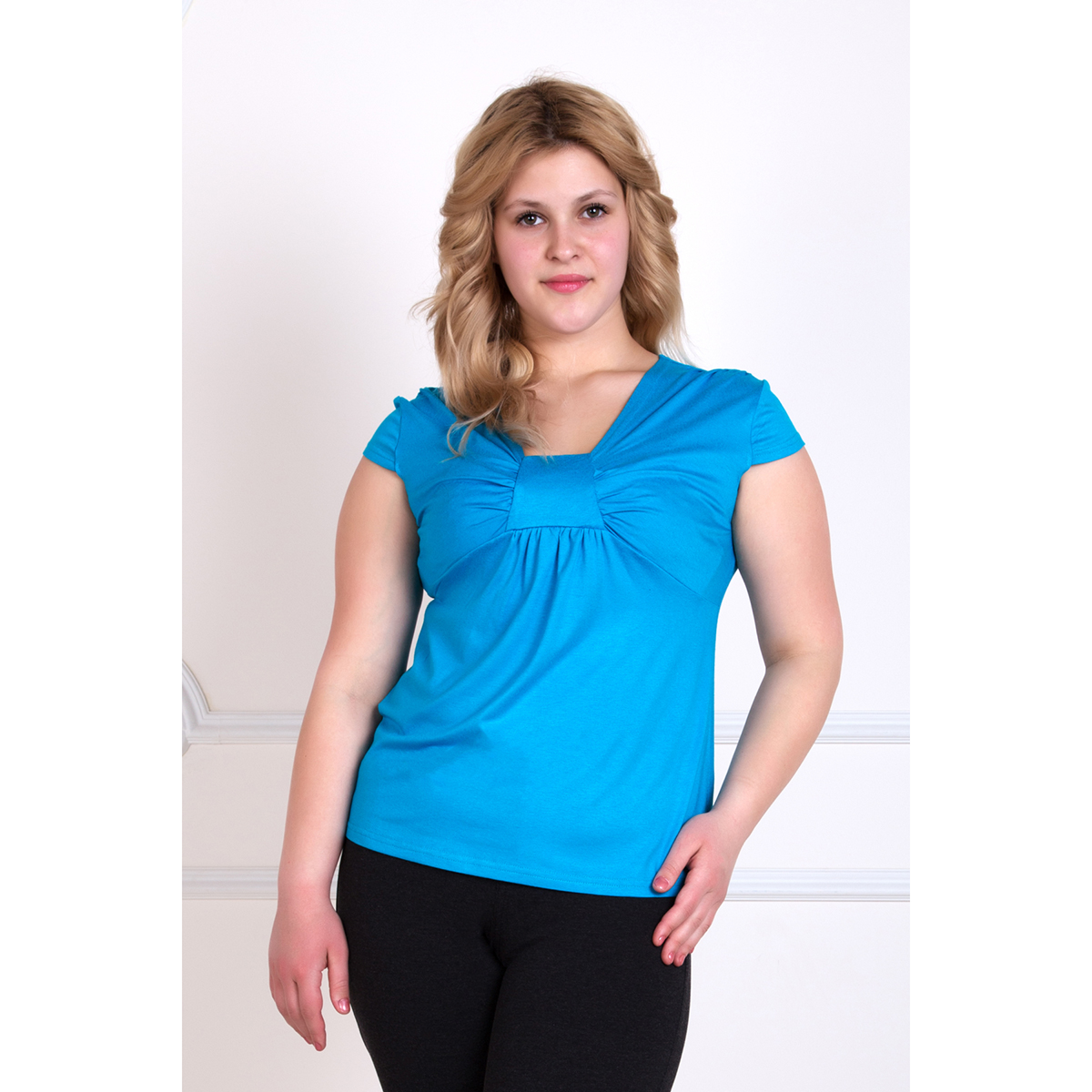 Женская блуза Романтика Голубой, размер 48Блузы<br>Обхват груди: 96 см <br>Обхват талии: 78 см <br>Обхват бедер: 104 см <br>Рост: 167 см<br><br>Тип: Жен. блуза<br>Размер: 48<br>Материал: Вискоза