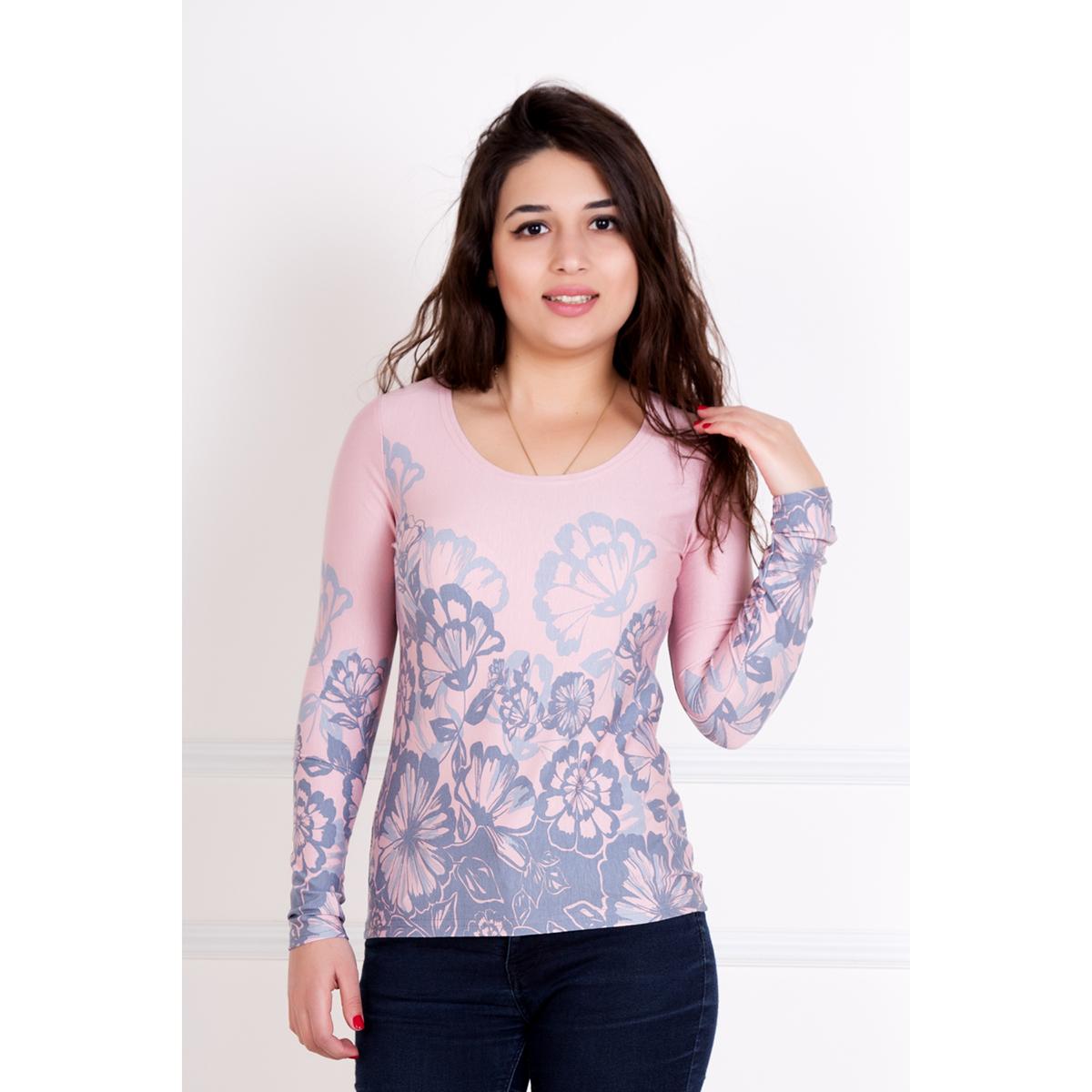 Женская блуза Лолита, размер 46Блузки, майки, кофты<br>Обхват груди:92 см<br>Обхват талии:74 см<br>Обхват бедер:100 см<br>Рост:167 см<br><br>Тип: Жен. блуза<br>Размер: 46<br>Материал: Вискоза