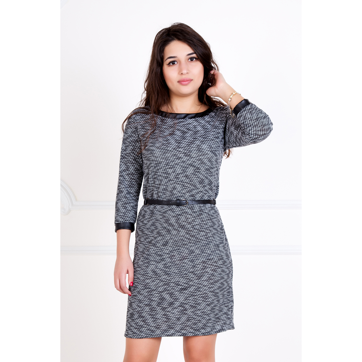 Женское платье Рената, размер 42Платья<br>Обхват груди:84 см<br>Обхват талии:65 см<br>Обхват бедер:92 см<br>Длина по спинке:84 см<br>Рост:167 см<br><br>Тип: Жен. платье<br>Размер: 42<br>Материал: Трикотаж