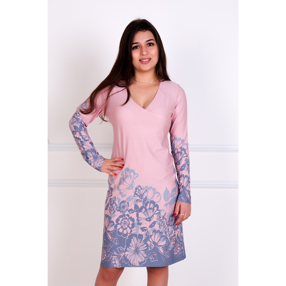 Женское платье Роберта, размер 42Платья<br>Обхват груди:84 см<br>Обхват талии:65 см<br>Обхват бедер:92 см<br>Рост:167 см<br><br>Тип: Жен. платье<br>Размер: 42<br>Материал: Вискоза