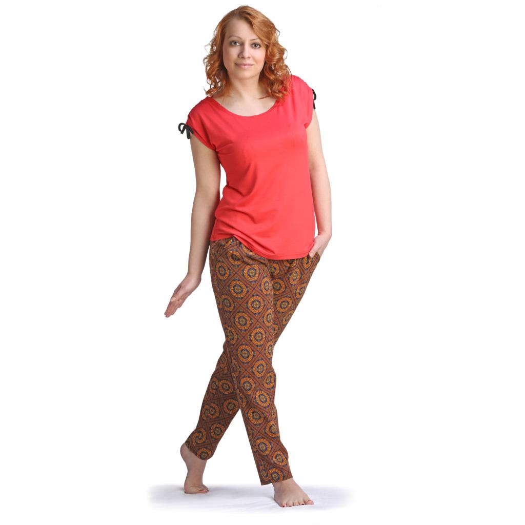 Женские брюки Шайна арт. 0333, размер 48Шорты, бриджи, брюки<br>Обхват талии:77 см<br>Обхват бедер:104 см<br>Длина по внеш. шву:94 см<br>Рост:164-170 см<br><br>Тип: Жен. брюки<br>Размер: 48<br>Материал: Кулирка
