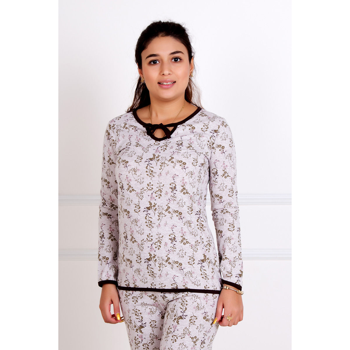 Женский пижама Веточки, размер 46Пижамы<br>Обхват груди:92 см<br>Обхват талии:74 см<br>Обхват бедер:100 см<br>Рост:167 см<br><br>Тип: Жен. костюм<br>Размер: 46<br>Материал: Кулирка