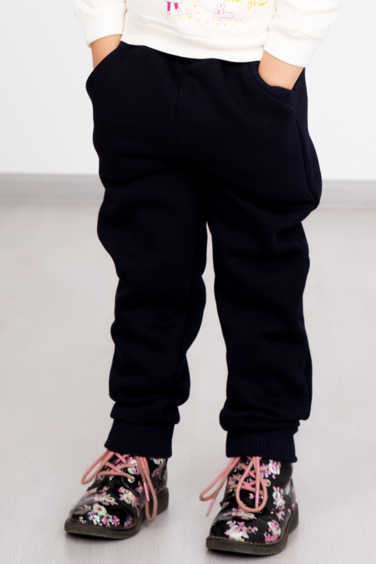 Дет. брюки Снег р. 38Шорты, бриджи, брюки<br><br><br>Тип: Дет. брюки<br>Размер: 38<br>Материал: Футер