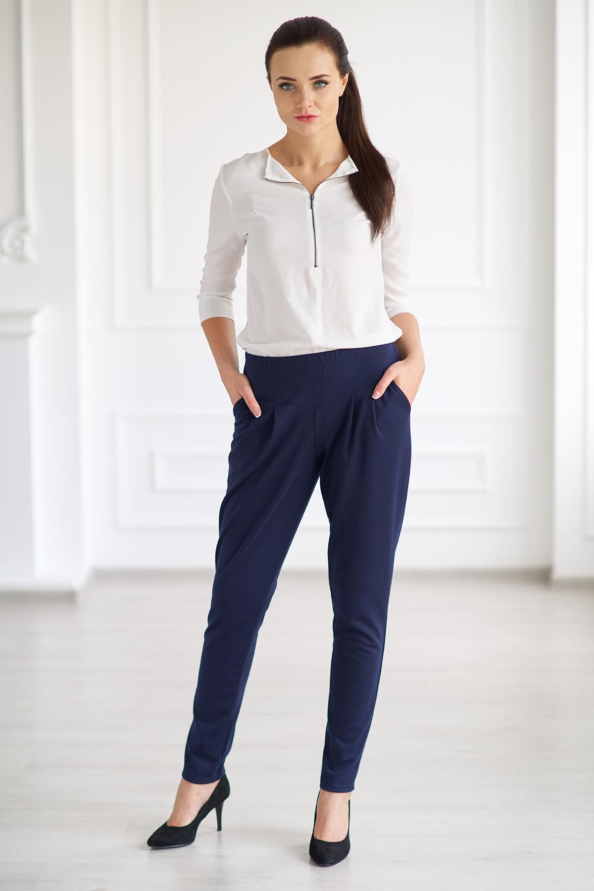 Жен. брюки арт. 19-0004 Темно-синий р. 42Брюки<br>Факт. ОТ: 62 см <br>Факт. ОБ: 86 см <br>Высота посадки брюк: 25 см <br>Длина брючин по внут. шву: 77 см<br><br>Тип: Жен. брюки<br>Размер: 42<br>Материал: Милано