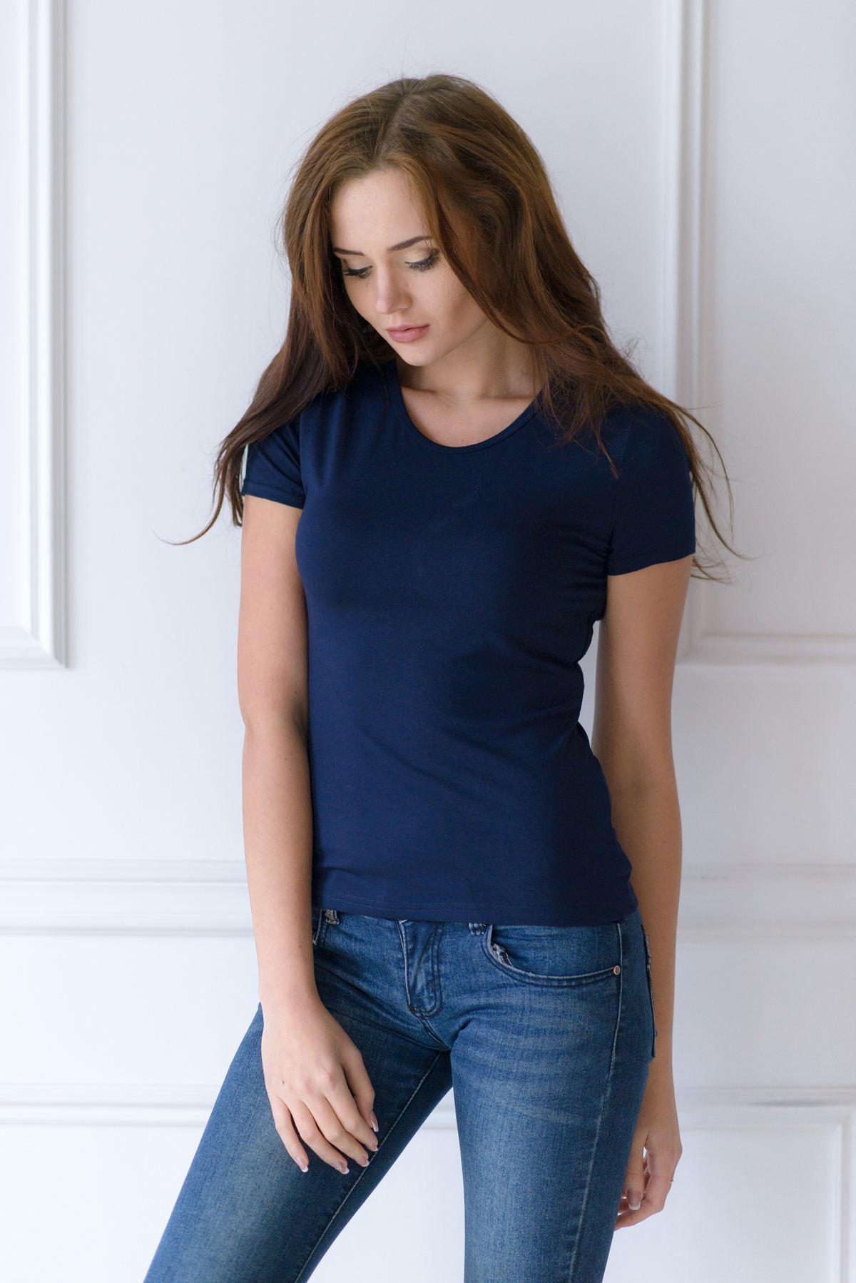 Жен. футболка арт. 19-0033 Темно-синий р. 52Майки и футболки<br>Факт. ОГ: 96 см <br>Факт. ОТ: 92 см <br>Факт. ОБ: 104 см <br>Длина по спинке: 66 см<br><br>Тип: Жен. футболка<br>Размер: 52<br>Материал: Вискоза