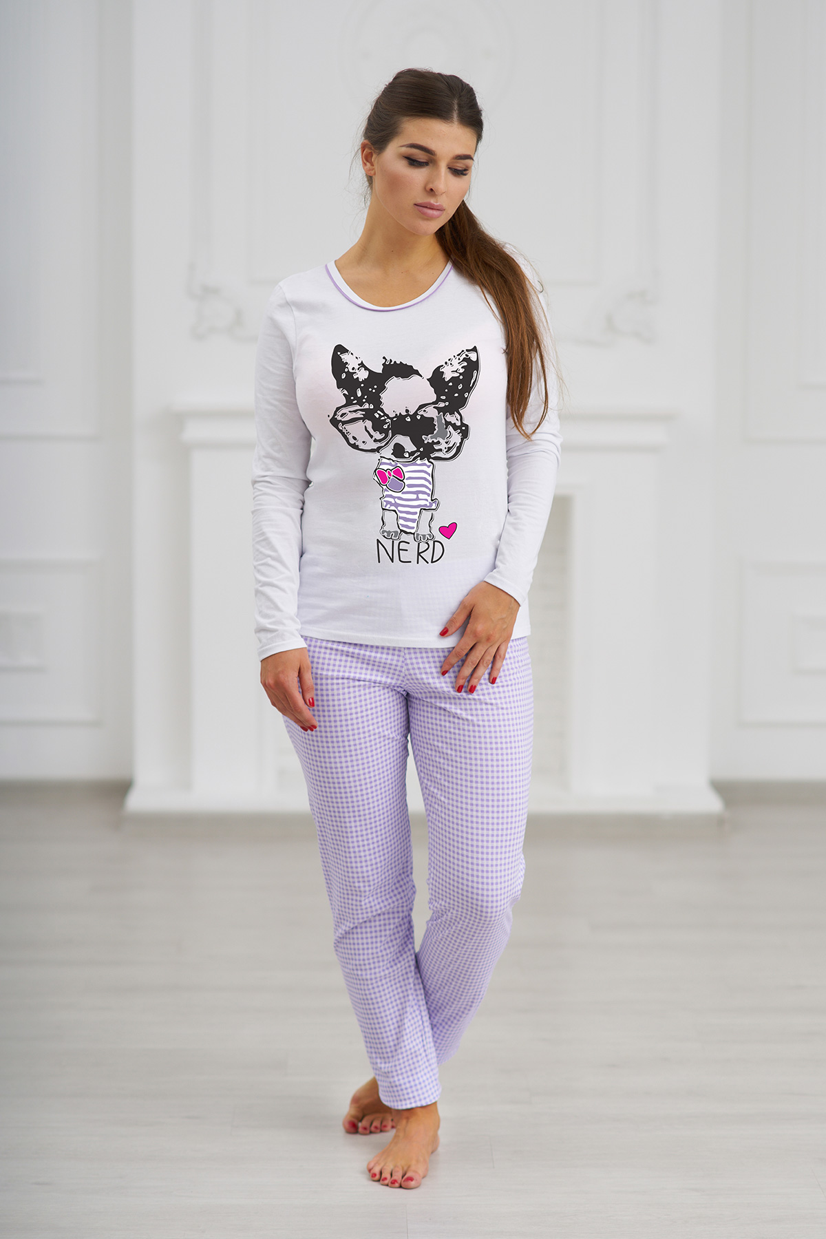 Жен. пижама С брюками Фиолетовый р. 44Пижамы<br>Факт. ОГ: Кофты - 80 см <br>Факт. ОТ: Кофты - 80 см, брюк - 62 см <br>Факт. ОБ: Кофты - 82 см, брюк - 86 см <br>Длина рукава: 63 см <br>Длина по спинке: 65 см <br>Высота посадки: 25 см <br>Длина брючин по внут. шву: 78 см<br><br>Тип: Жен. пижама<br>Размер: 44<br>Материал: Трикотаж