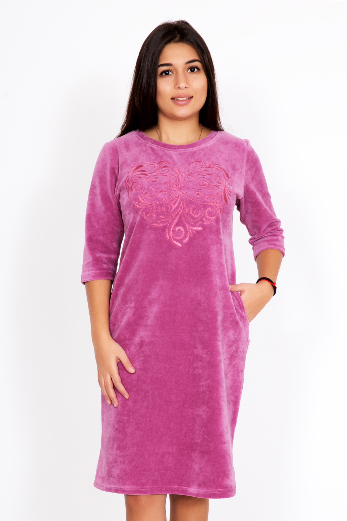 Жен. платье Аврелия р. 54Платья<br>Факт. ОГ: 110 см <br>Факт. ОТ: 104 см <br>Факт. ОБ: 112 см <br>Длина по спинке: 96 см<br><br>Тип: Жен. платье<br>Размер: 54<br>Материал: Велюр