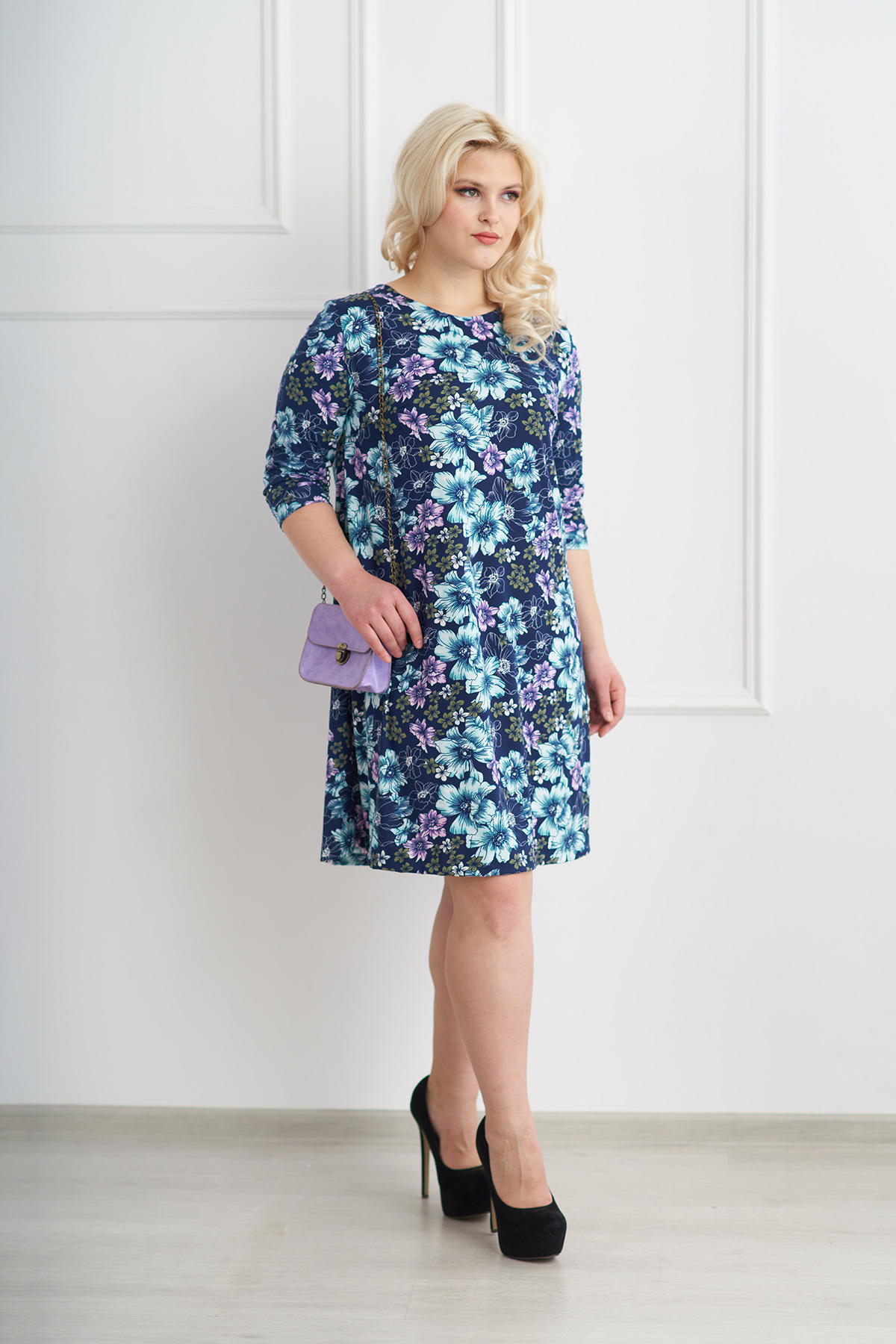 Жен. платье арт. 19-0072 Голубой р. 52Платья<br>Факт. ОГ: 108 см <br>Факт. ОТ: 122 см <br>Факт. ОБ: 136 см <br>Длина по спинке: 94 см<br><br>Тип: Жен. платье<br>Размер: 52<br>Материал: Трикотажное полотно