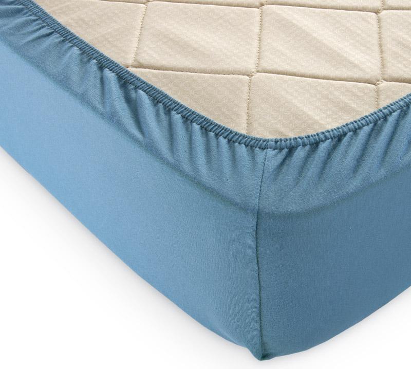 Простыня на резинке Голубая ель р. 140х200Простыни<br>Плотность ткани: 120 г/кв. м <br>Высота матраса: 20 см<br><br>Тип: Простыня на резинке<br>Размер: 140х200<br>Материал: Кулирка