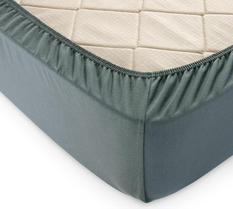 Простыня на резинке Хаки р. 180х200Простыни<br>Плотность ткани: 120 г/кв. м <br>Высота матраса: 20 см<br><br>Тип: Простыня на резинке<br>Размер: 180х200<br>Материал: Кулирка