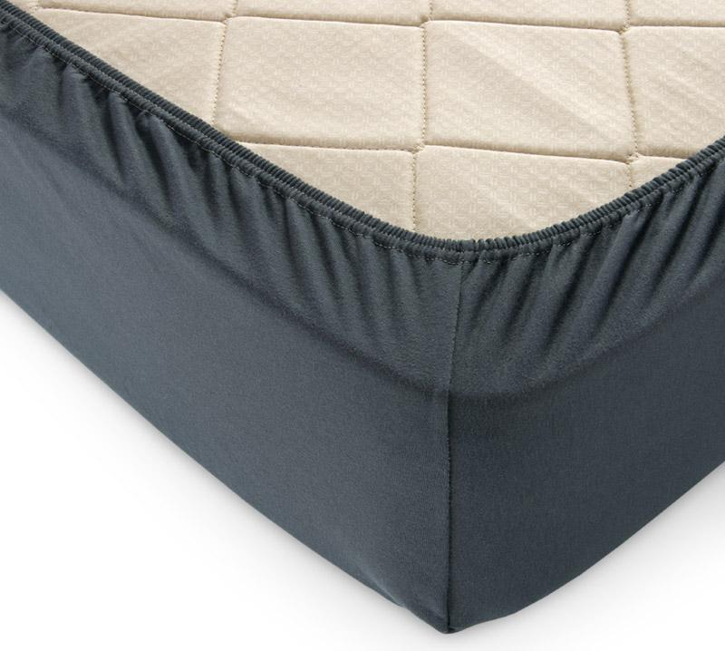 Простыня на резинке Темный-хаки р. 200х200Простыни<br>Плотность ткани: 120 г/кв. м <br>Высота матраса: 20 см<br><br>Тип: Простыня на резинке<br>Размер: 200х200<br>Материал: Кулирка