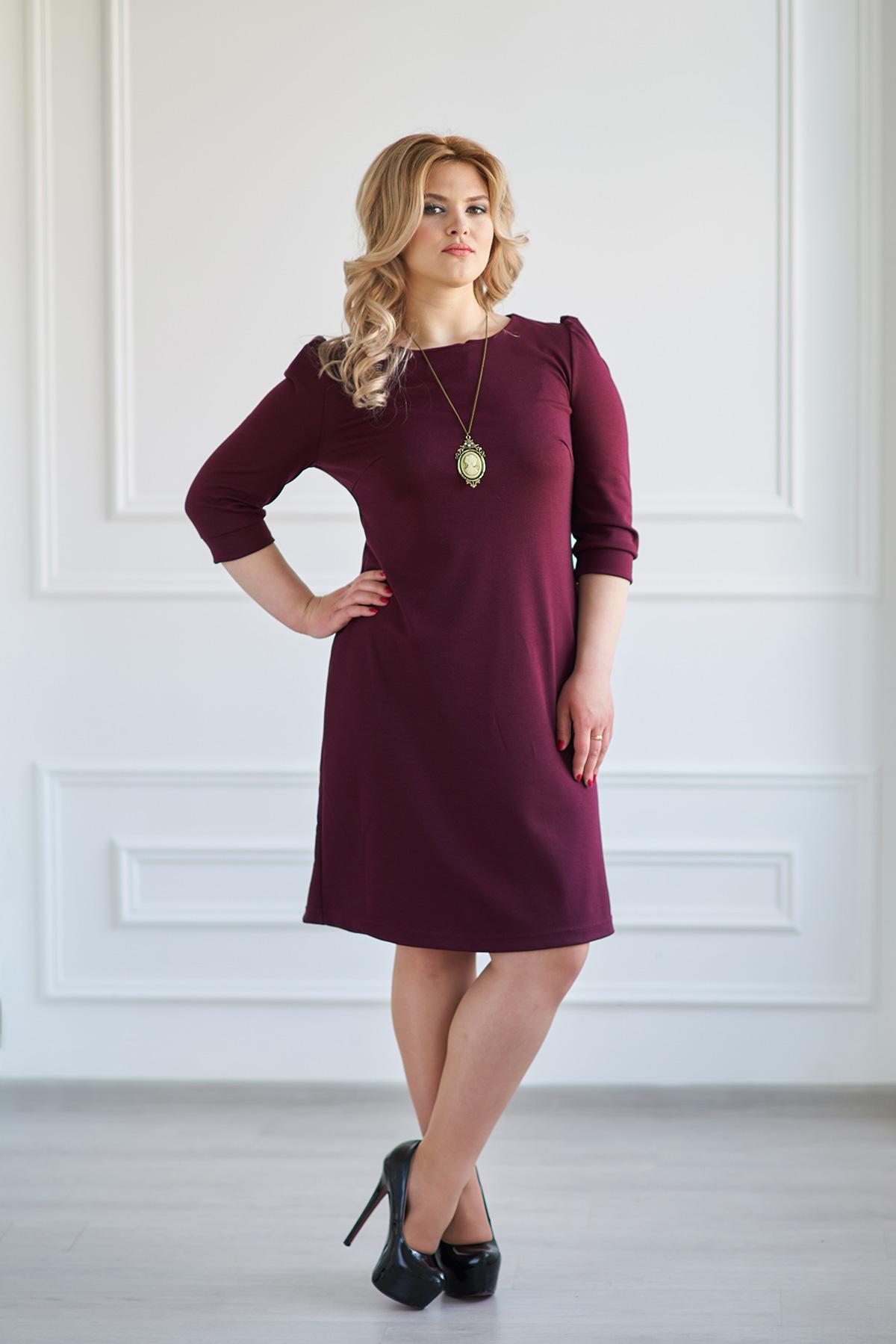 Жен. платье Модное Бордо р. 44Платья<br>Факт. ОГ: 86 см <br>Факт. ОТ: 82 см <br>Факт. ОБ: 94 см <br>Длина по спинке: 88 см<br><br>Тип: Жен. платье<br>Размер: 44<br>Материал: Милано