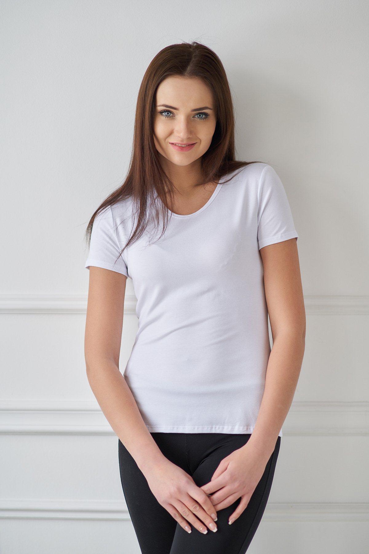 Жен. футболка арт. 19-0033 Белый р. 54Майки и футболки<br>Факт. ОГ: 100 см <br>Факт. ОТ: 96 см <br>Факт. ОБ: 108 см <br>Длина по спинке: 66 см<br><br>Тип: Жен. футболка<br>Размер: 54<br>Материал: Вискоза